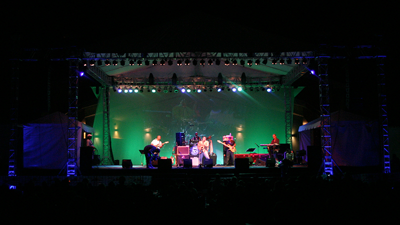 jazzonthegreen_2007_stage_wide_green_LED_backdrop_